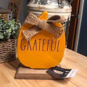 "Rae Dunn ""grateful"" pumpkin stand NWT"